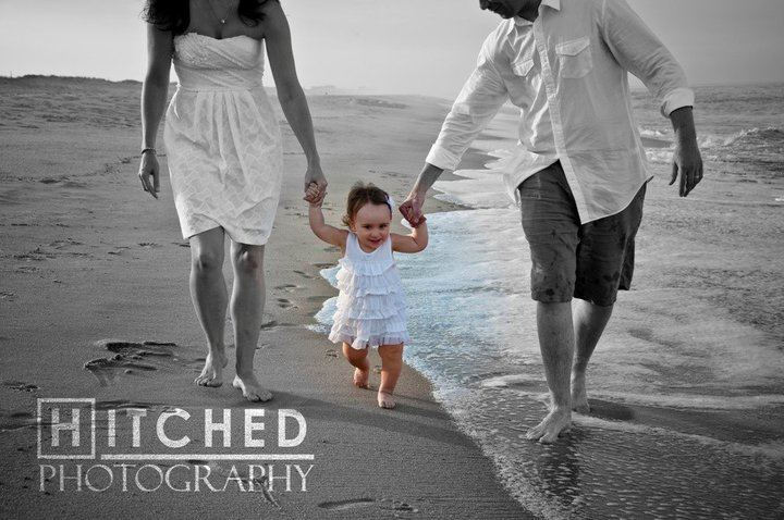 Hawaii Beach Family Portrait Ideas http://hitchedphotography.blogspot.com/
