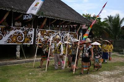 Download this Rumah Adat Lamin Dayak Kutai Kaltim Budaya Indonesia picture
