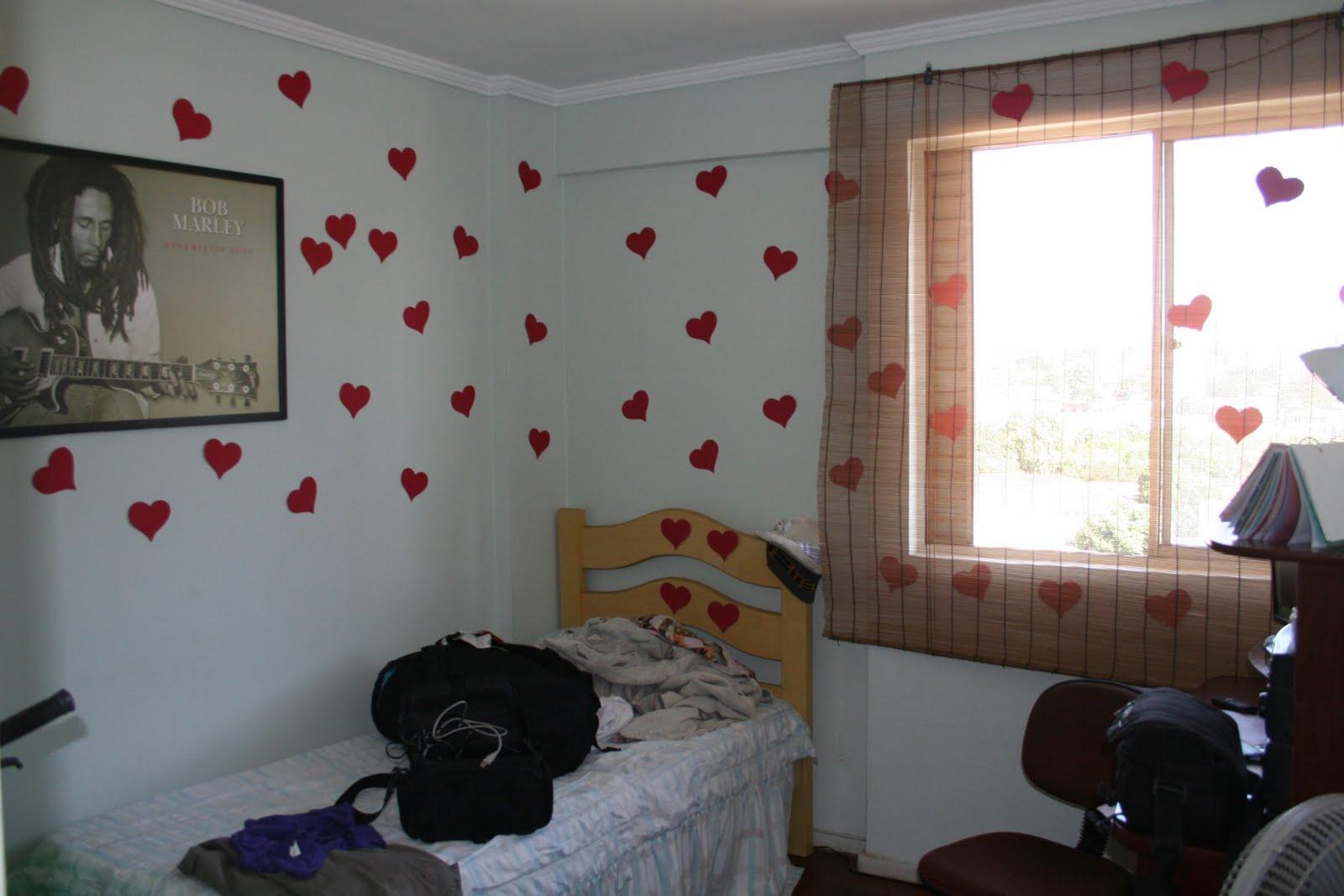 Coraçõezinhos no quarto do namorado  Surpresas para Namorados