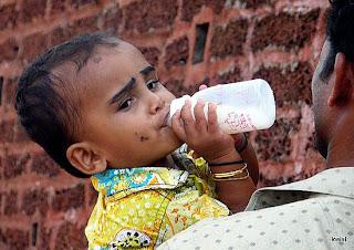என்னை கண்டுபிடித்தால் 10  கோடி பரிசு 11.1239374160.indian-baby-in-mangalore