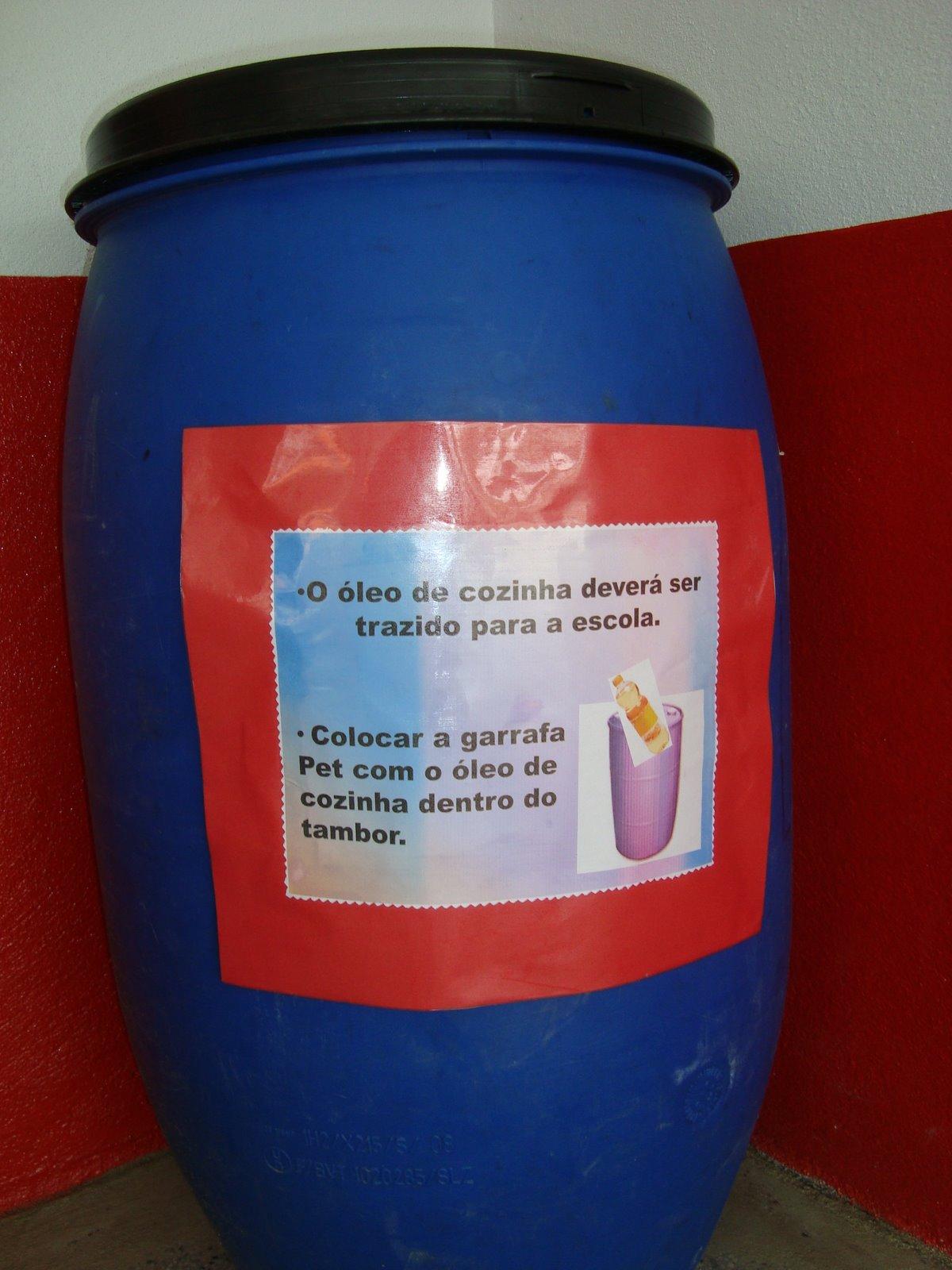 #710E0B NOVA GERAÇÃO: Projeto: Reciclagem de oleo de Cozinha Usado. 1200x1600 px Projeto Oleo De Cozinha Usado_4925 Imagens