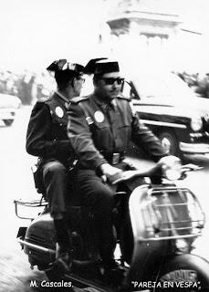 Pareja en Vespa 1962