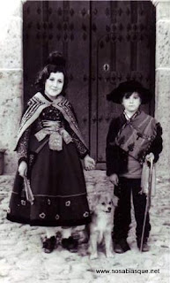 Candelaria y choricero (Niños: Carmen y Lari)