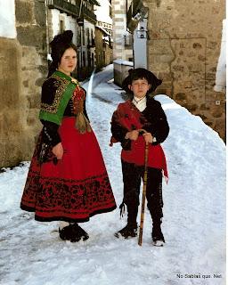 Candelario Salamanca nevado con una Candelaria acompañada de un Choricero