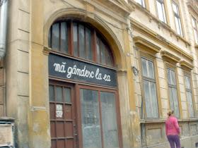 """Imagine de SIBIU: Magazin închis, cândva """"Non-stop"""", azi a mai rămas doar """"Mă gândesc la ea"""""""