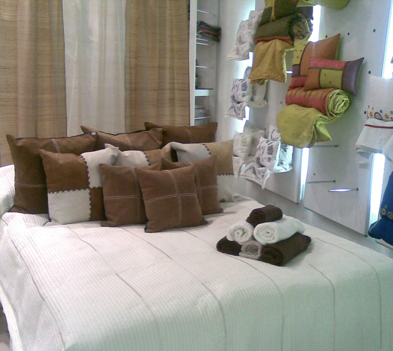 Chennai armoniza tu hogar camas con cojines en cuero - Camas con cojines ...