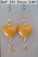 Refª 251 NOVO PREÇO: 2,00* Brinco com coração laranja, facetes e missangas