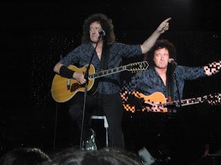 http://2.bp.blogspot.com/_meFQ4KfcZig/SmORhBy4-MI/AAAAAAAAApg/wtFm4K86xBc/s320/41-Concert-+Love+Of+My+Life.JPG