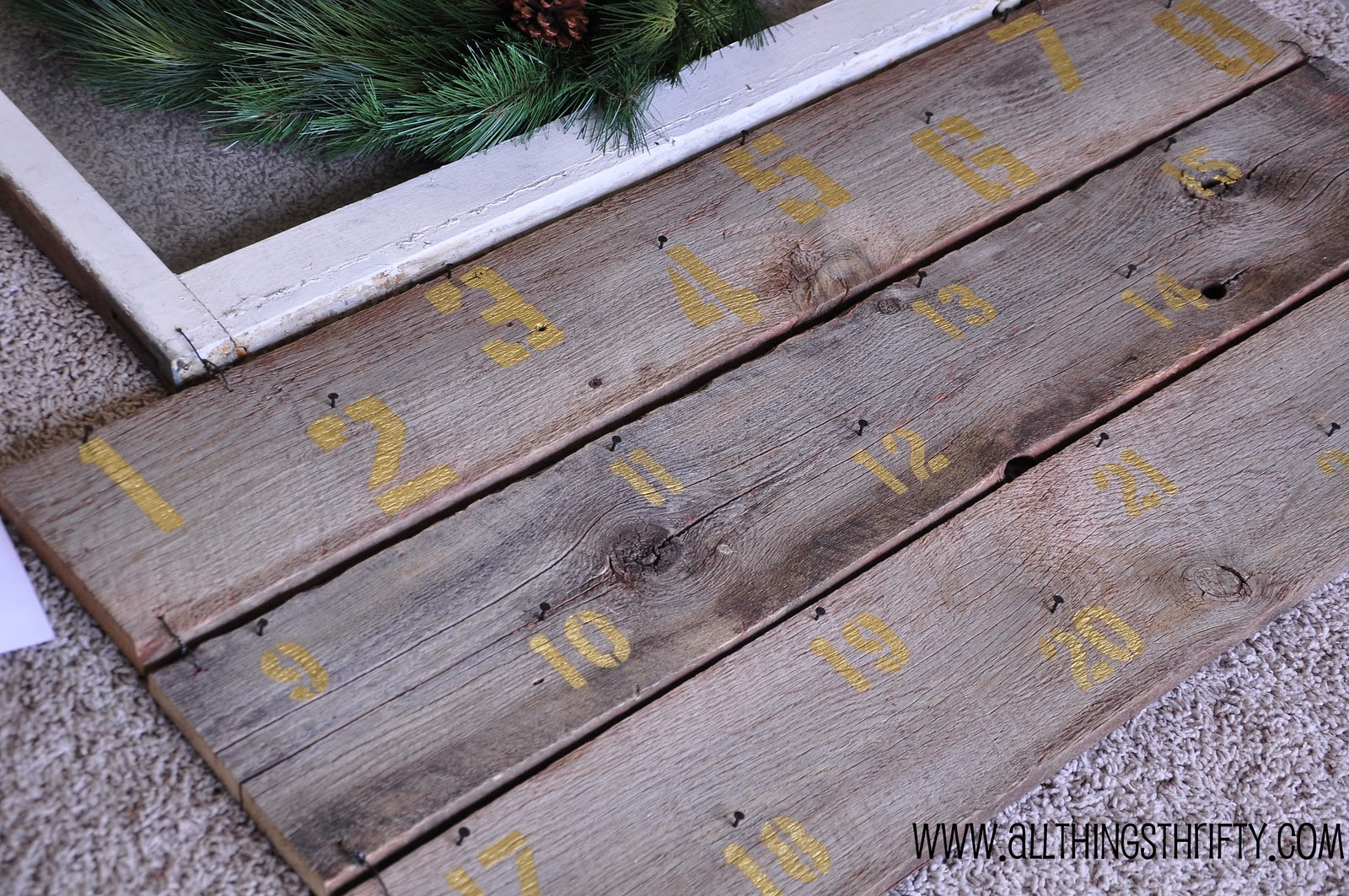 Crazy christmas crafter all things thrifty i heart nap for Things to make out of barn wood
