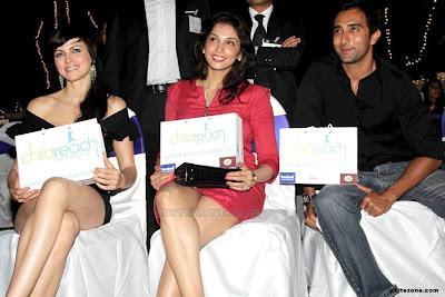 Yana Gupta sexy legs