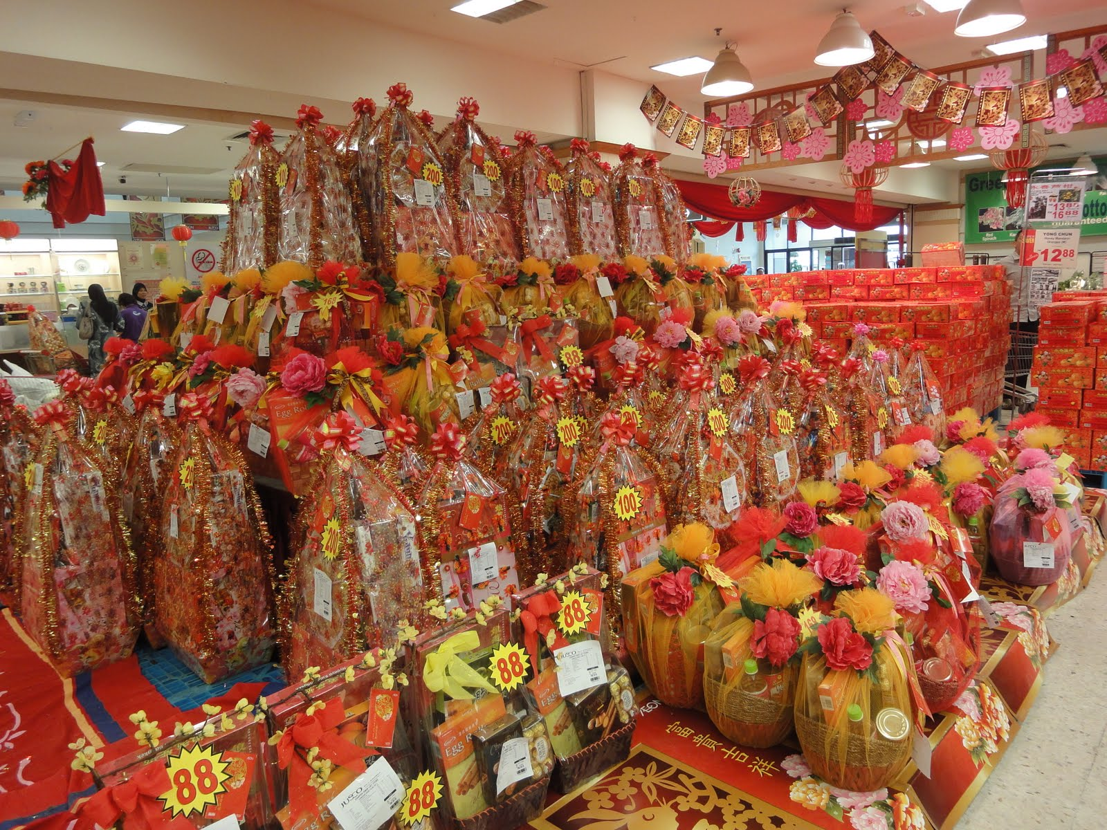 essay of chinese new year in malaysia This book is designed to help students improve their writing skills from the interpretation of the question to the planning and writing process.