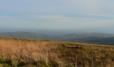 Vue panoramique sur les parcs éoliens du pays de Châteaulin