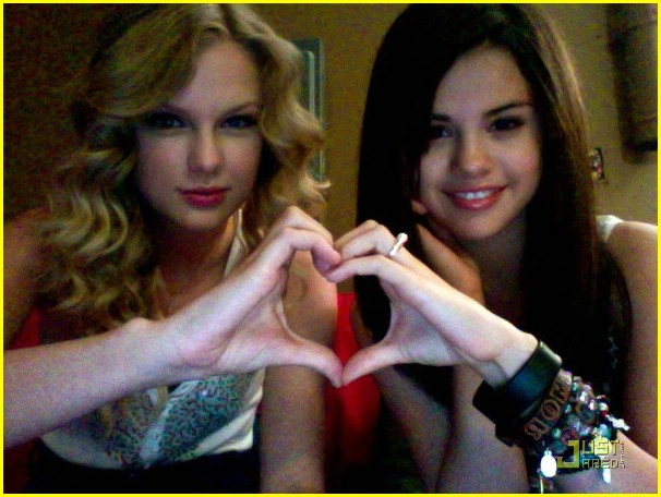 selena gomez and taylor lautner pictures. selena gomez y taylor lautner