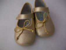 zapatitos dorados talla 18