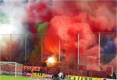 Crazy Soccer Fans - Holigan Fan Celebrating