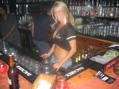 hot bartenders 12 Recopilación de fotos de camareras