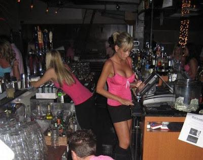 hot bartenders 10 Recopilación de fotos de camareras