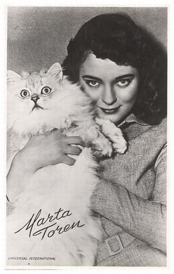 [Celebrities_and_their_cats_40.jpg]