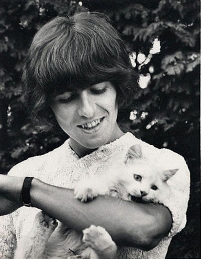 [Celebrities_and_their_cats_08.jpg]