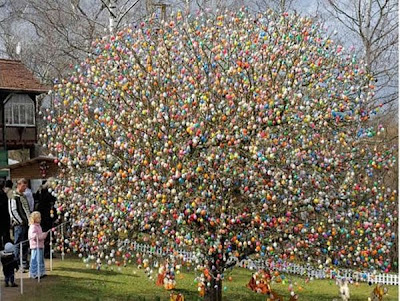 http://2.bp.blogspot.com/_mmBw3uzPnJI/S7NaoHUssbI/AAAAAAABIb0/m_FhScrBvbY/s1600/easter_tree_05.jpg