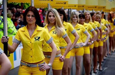 http://2.bp.blogspot.com/_mmBw3uzPnJI/S_u_0bQLgpI/AAAAAAABSNc/Mp1L9EEpGYg/s1600/Formula1_Pit_Babes_29.jpg