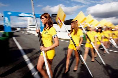 http://2.bp.blogspot.com/_mmBw3uzPnJI/S_u_0hVy8II/AAAAAAABSNk/s0jNkuxZhl0/s1600/Formula1_Pit_Babes_28.jpg