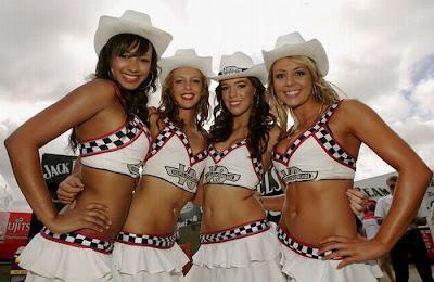 http://2.bp.blogspot.com/_mmBw3uzPnJI/S_vAWYUf1AI/AAAAAAABSOU/drl7Bn6InJ8/s1600/Formula1_Pit_Babes_22.jpg