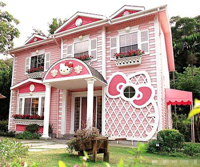 Damn Cool Pics: Hello Kitty Castle