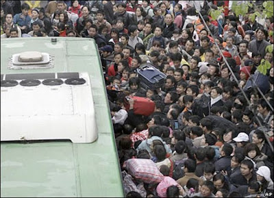 crowded train stations in china 17 Inilah Antrian Terpanjang di Dunia !