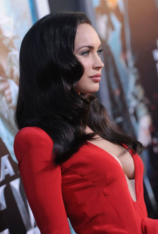 megan fox looking beautiful in red dress damn cool pictures