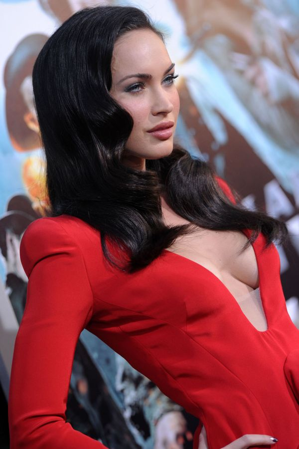 megan fox transformers 2 premiere red dress. Megan Fox Looking Beautiful In