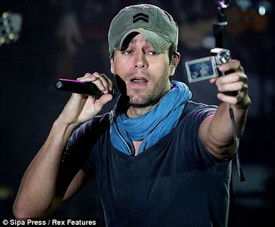 Enrique Iglesias Takes a Picture Down his Trousers for a Fan Seen  On www.coolpicturegallery.net