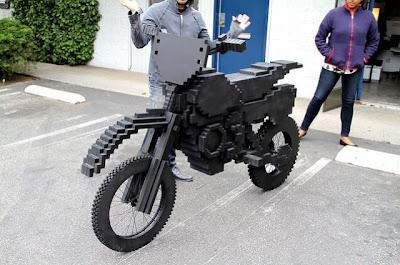 دراجة من قطع الخشب