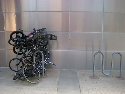 Innovative Bicycle Parking Technique Seen On  www.coolpicturegallery.net