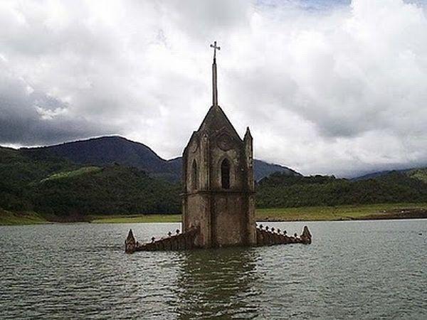 http://2.bp.blogspot.com/_mmBw3uzPnJI/THZj8vrLd7I/AAAAAAABjBA/dM24lT1dNZs/s1600/underwater_church_04.jpg