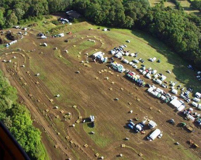 http://2.bp.blogspot.com/_mmBw3uzPnJI/TRBgR4igF_I/AAAAAAAB1WQ/UoWBltajOwQ/s1600/lawnmower_racing_02.jpg