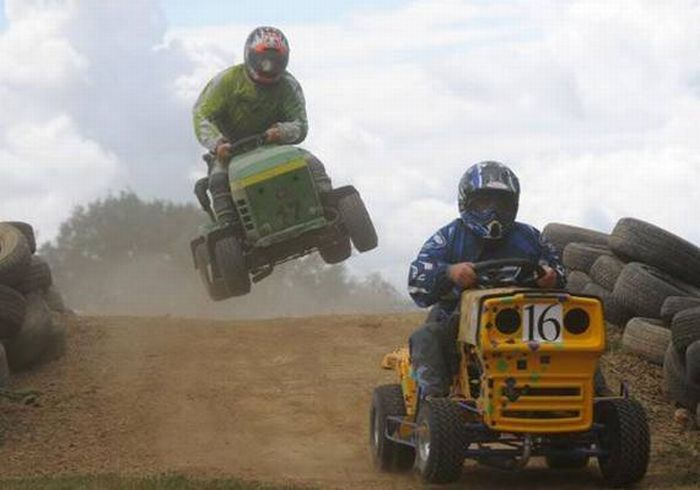 Lawn Mower Racing >> Lawnmower Racing ~ Damn Cool Pictures