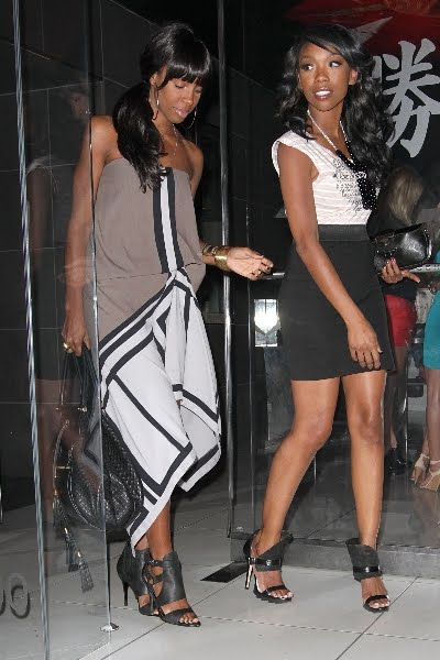 ... peep the pic of Paris Hilton side by side with Brandy, mad random right?