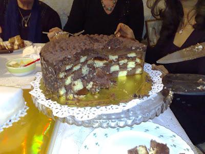 Yuvarlak pasta kullanacağımız servis kabımıza damali pasta