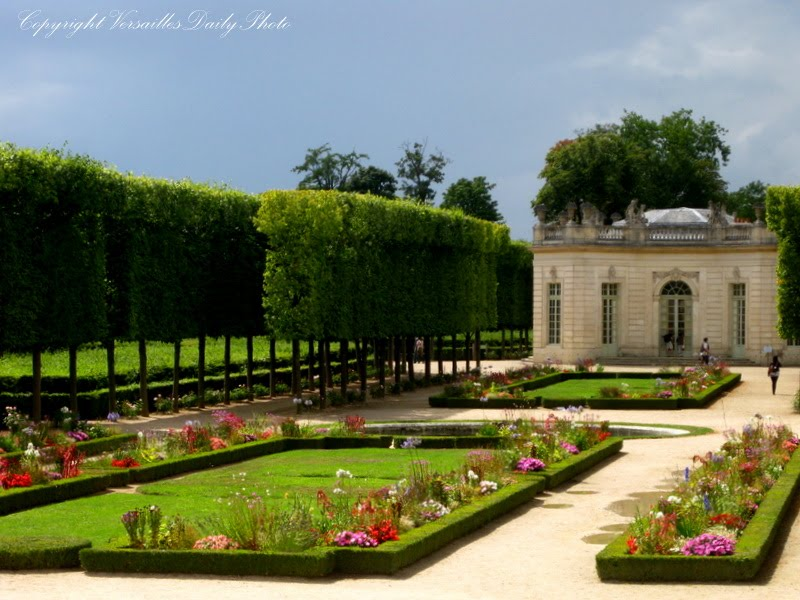 versaillesdailyphoto blog jardin du petit trianon. Black Bedroom Furniture Sets. Home Design Ideas