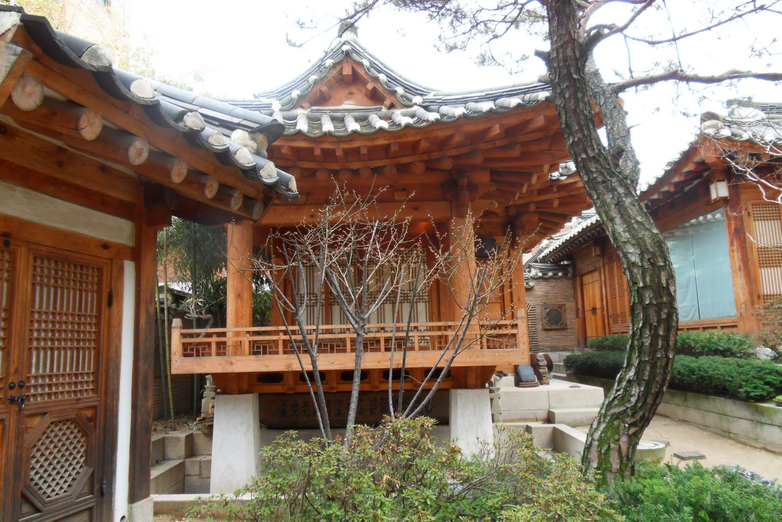 What philosophy lies behind the korean traditional houses