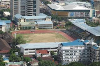 Das Stadion Cebus, fotografiert vom höchsten Gebäude der Stadt, dem Crown Regency Hotel