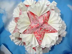 Floral Globe, não parece uma torta de morangos com chantilly??