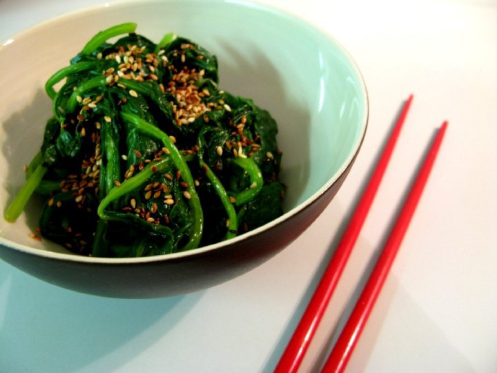 Gracia Arayana: SPINACH LEAVES WITH SESAME DRESSING