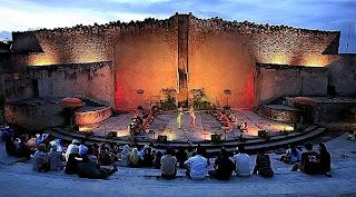 http://2.bp.blogspot.com/_muzZbm9jc9w/THSWj48EsDI/AAAAAAAAAb8/dld9CJFycMo/s1600/amphitheater-gwk.jpg