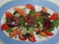 ensalada con cecina y salmón ahumado