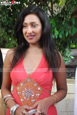 Hottie Rituparna Sengupta's Milky Cleavage Show at IITC Fashion show image