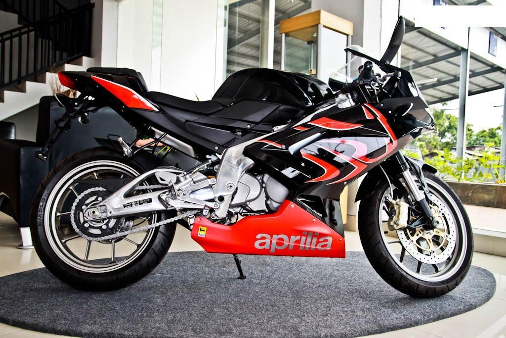 aprilia 125 rs. Aprilia RS 125 Motorbike