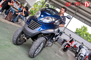 Motor Piaggio MP3 250 REVIEW