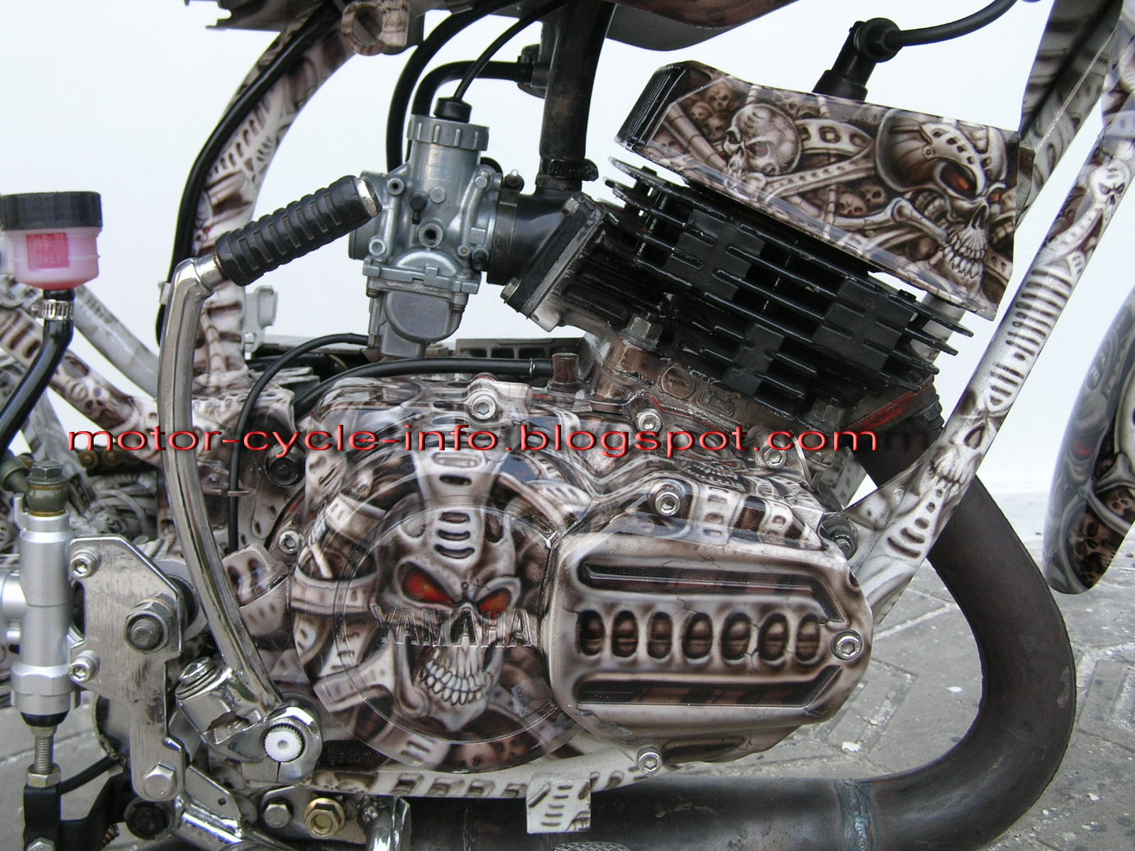 airbrush rx king with skull theme make yamaha RX king more attractive